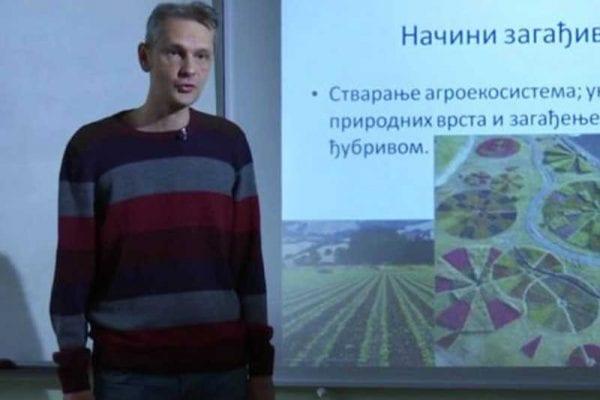 Nastavnik biologije Dejan Bošković